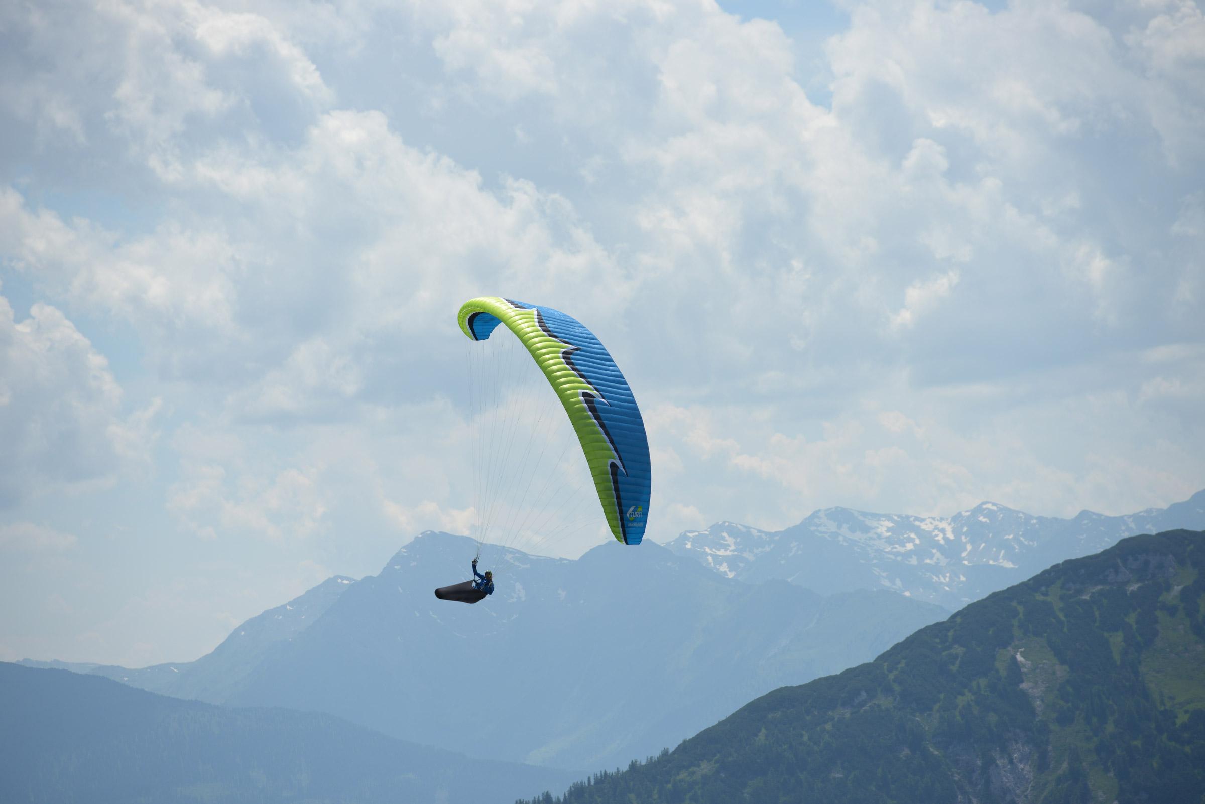 U-Turn Paragliders - Blacklight2 and Crossrock - Sunsoar